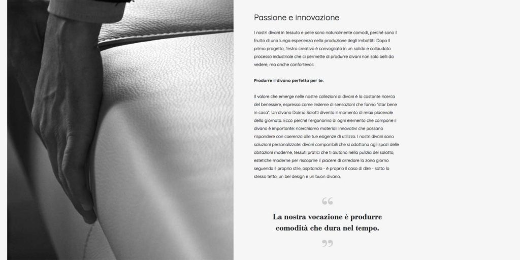 testo creativo per azienda: mano di uomo che accarezza bordo divano bianco e parole.