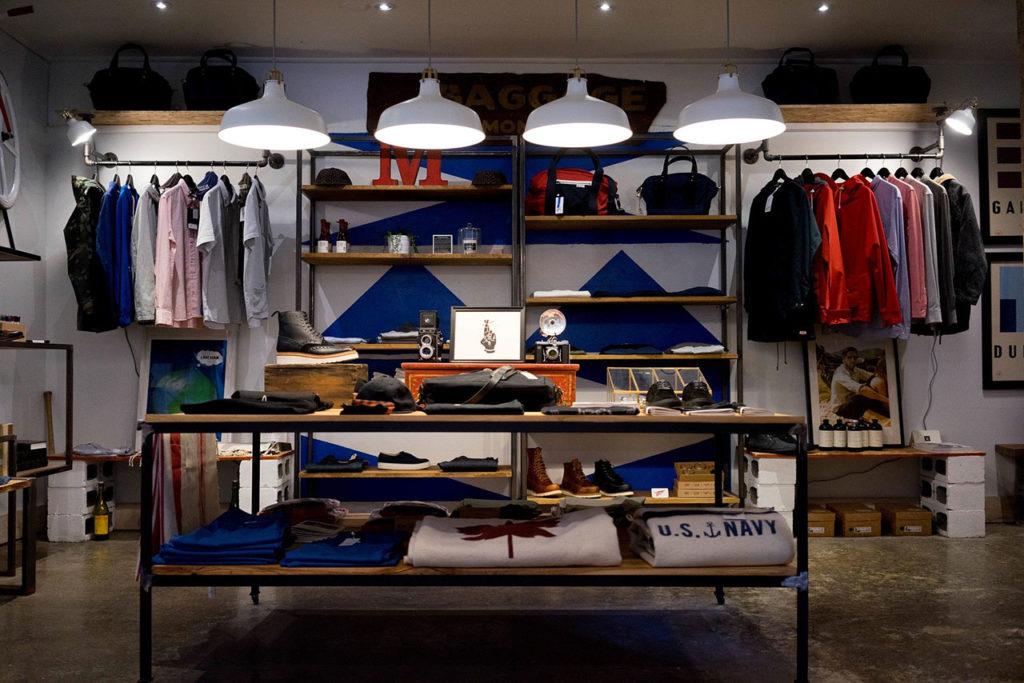 negozio di abbigliamento che riapre dopo il lockdown post covi 19