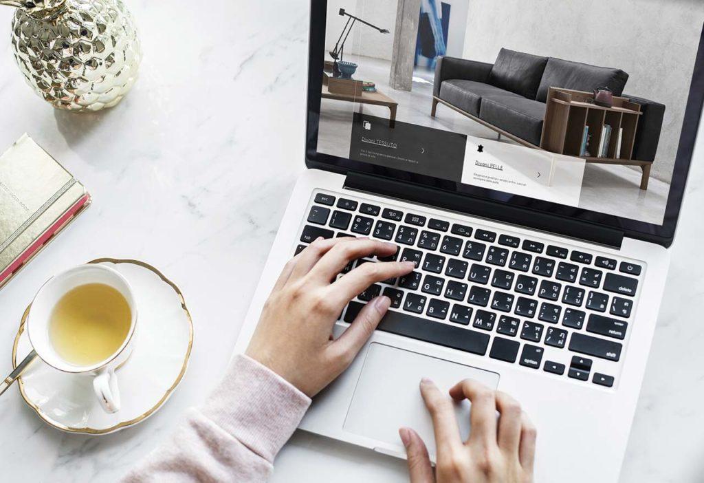 esempio di pagina di blog aziendale per l'arredamento e i divani